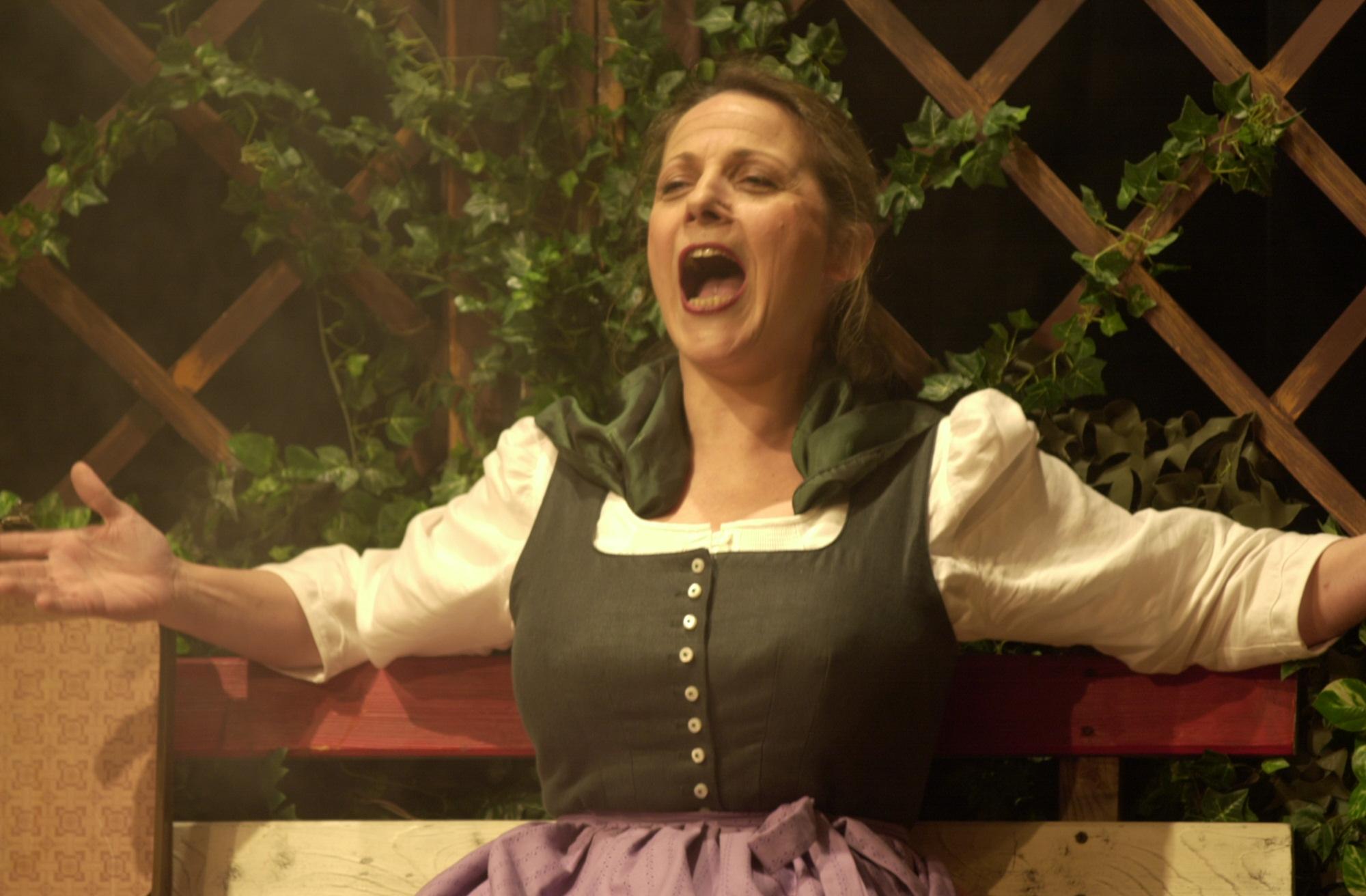 Felicitas Morawitz als Helga Hiebler