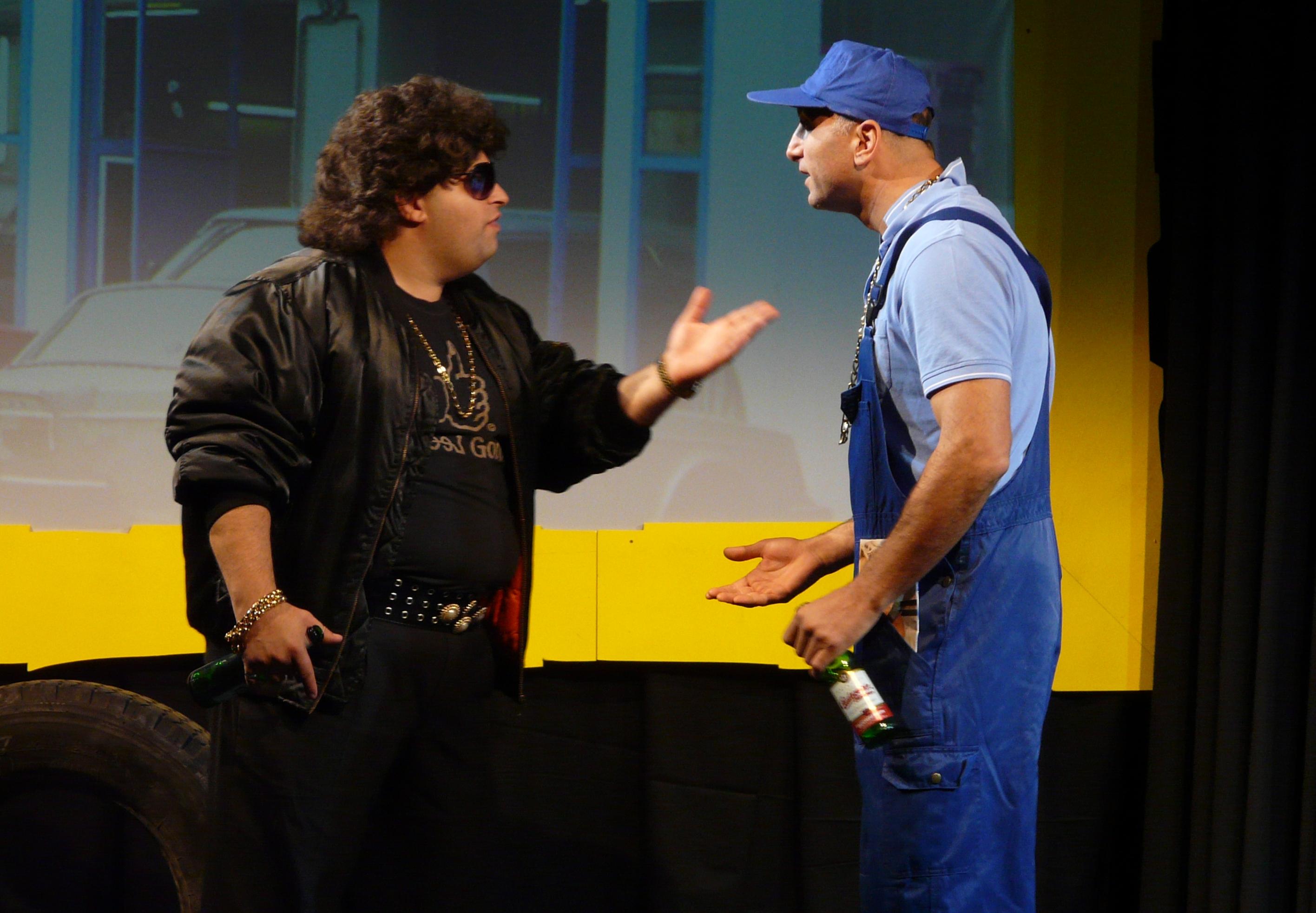Elvis und Dusan in der Werkstatt
