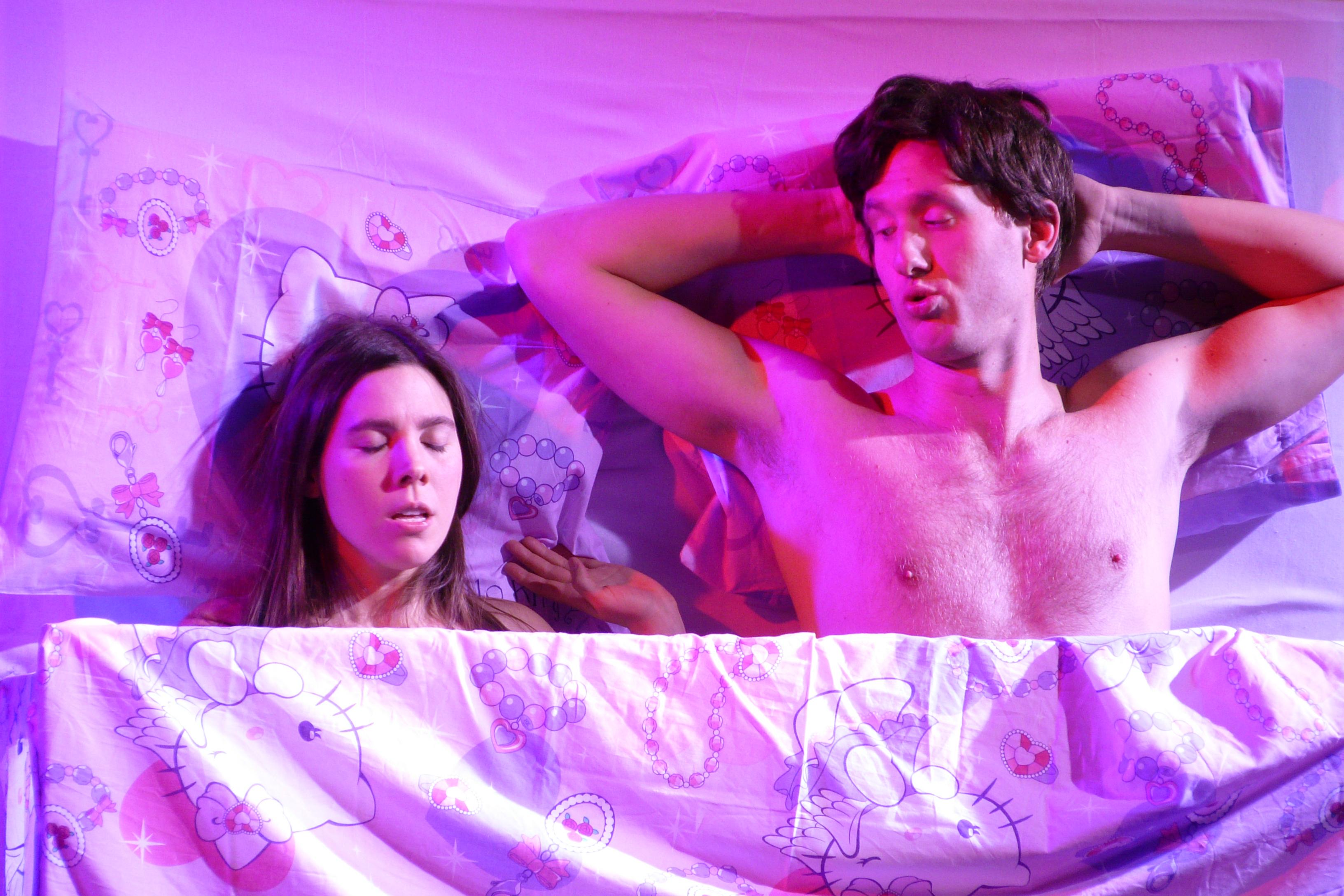 Aline im Bett mit Schnösel Patrick