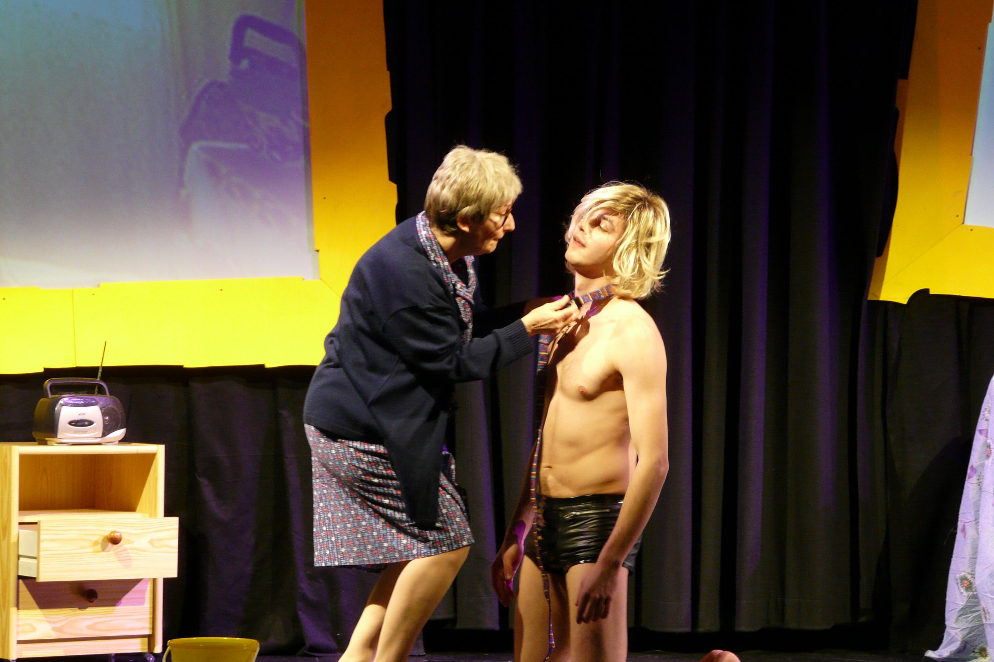 Frau Blaha und der Nacktputzboy