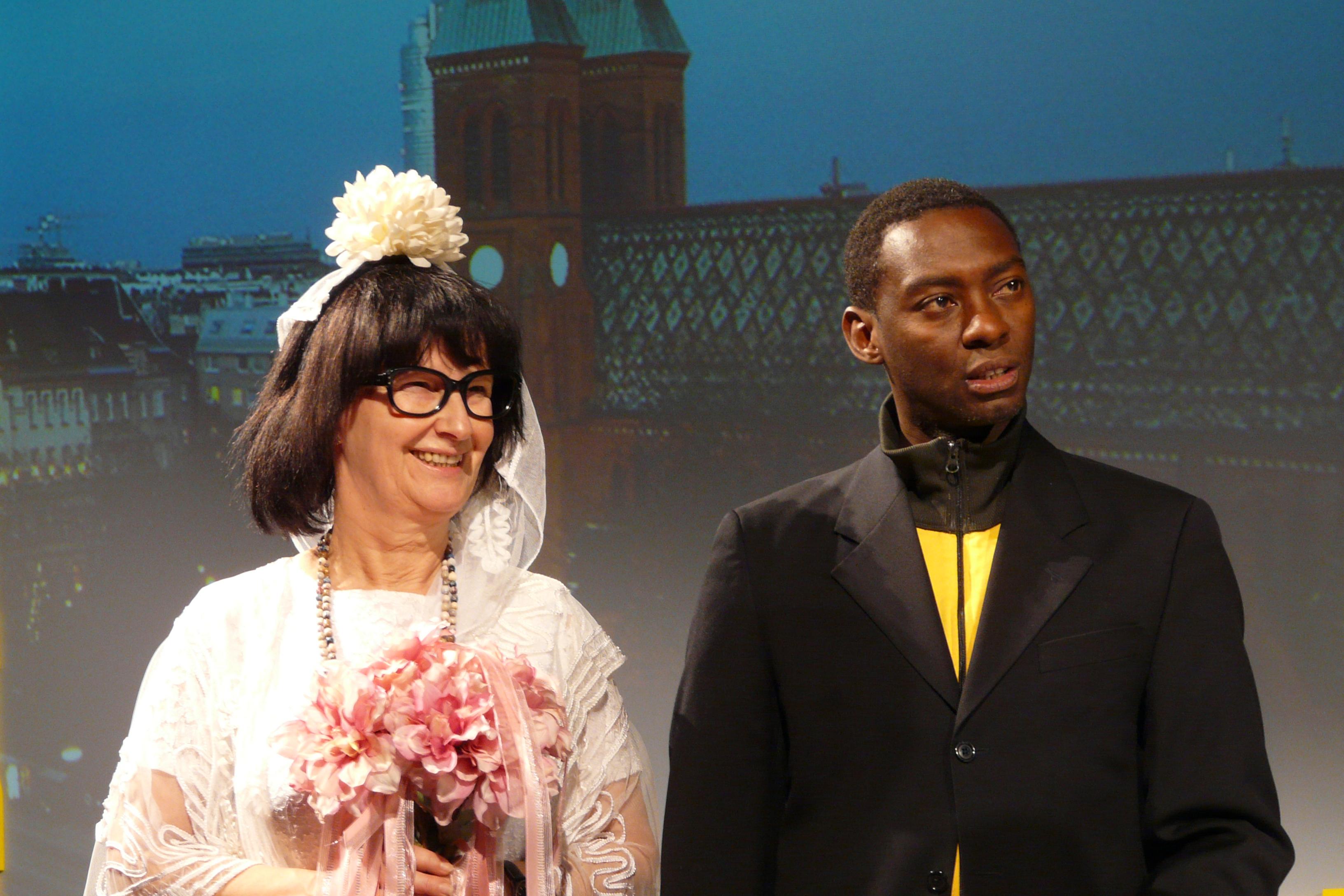 Frau Krc heiratet Henry