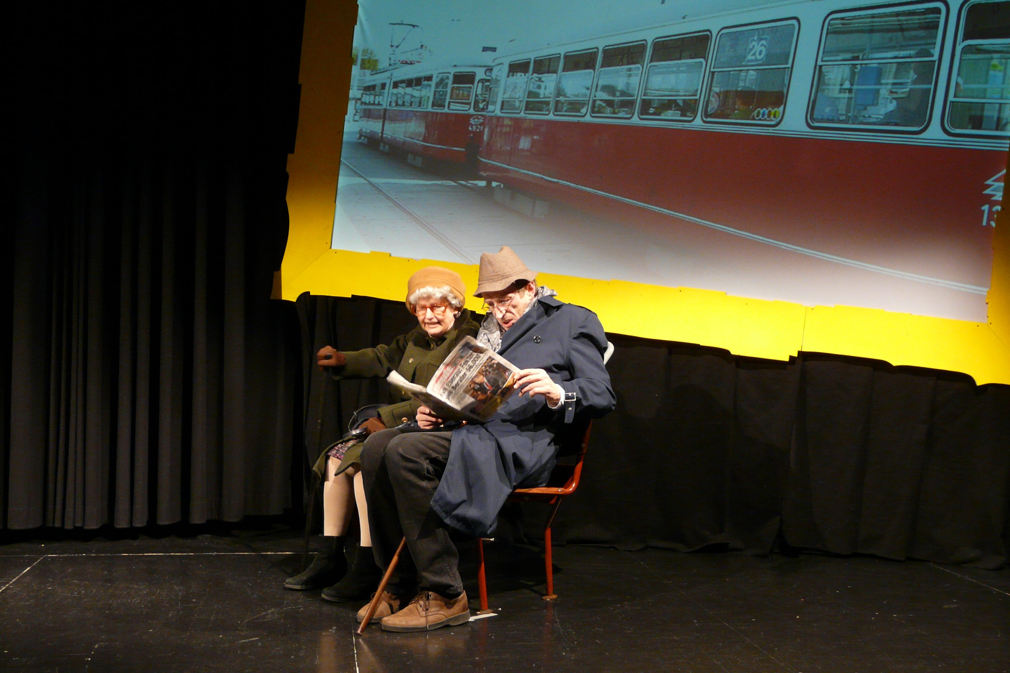 Altes Ehepaar in der Straßenbahn